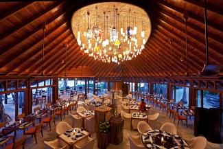 halaveli-maldives-jahaz-restaurant-1
