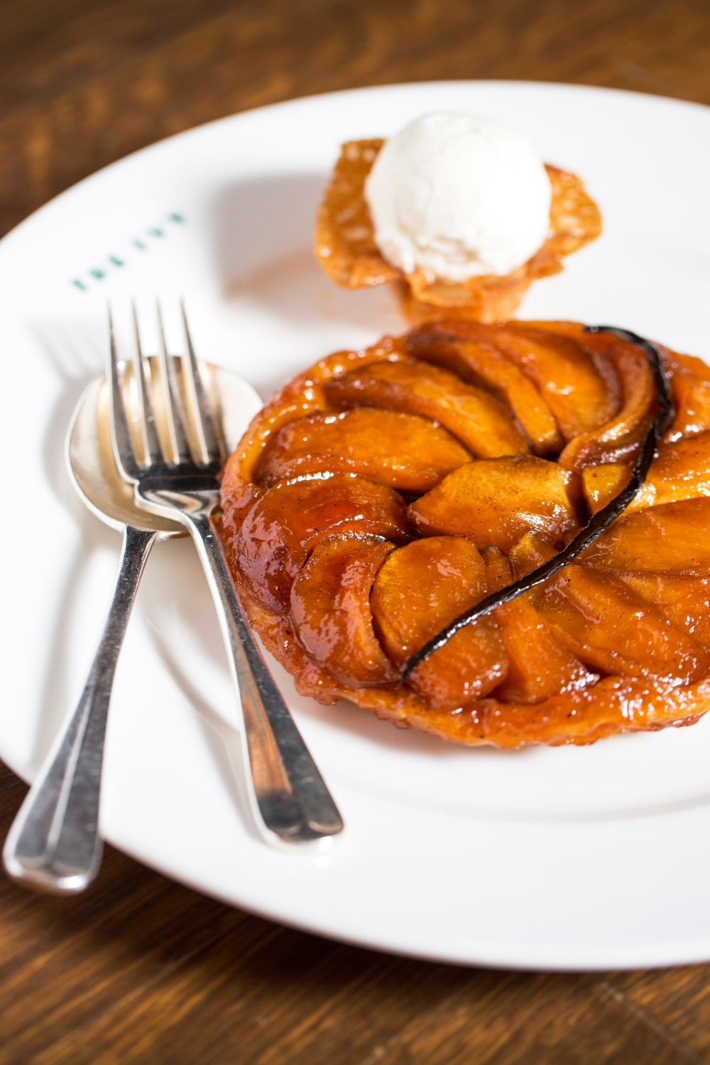 The-Ivy_Apple-Tartin-(for-two)-Vanilla-ice-cream.jpg